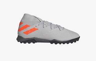 รองเท้าฟุตบอล